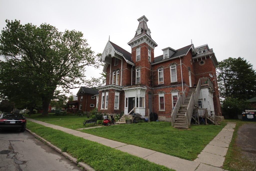41-43 Queen St, Quinte West Ontario, Canada
