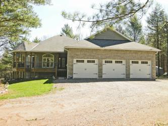 139 CountryWoods Drive, Sydenham, Ontario (ID Sold)